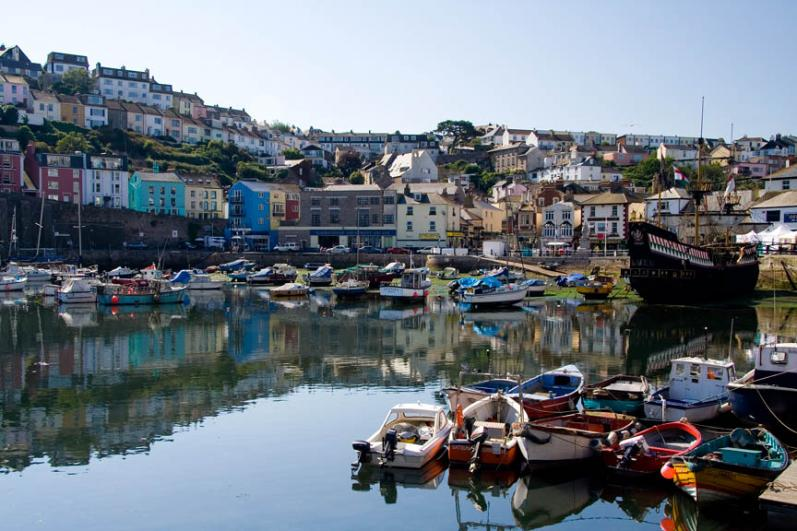 brixham-harbour-pretty-fishermans-cottages