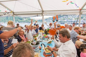 tucking-into-the-dartmouth-crab-festival