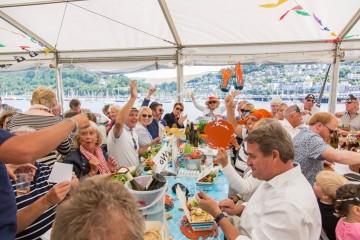 tucking-into-the-dartmouth-crab-festival