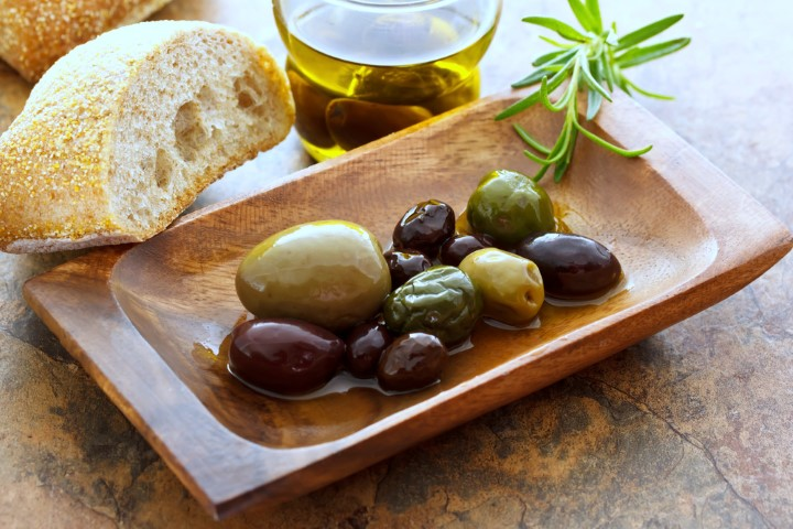 Bread and olives (Small).JPG